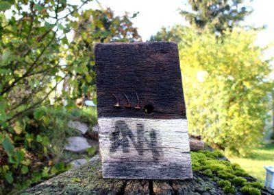 ANNI | Holz, Nägel, Frottage, Acryl | 24 x 14 x 6 cm